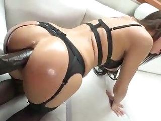 Cum in Mouth Morena sexy recebe 31 cm de rola preta em seu cu apertado
