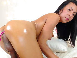 Maid Th1ppy69 Cumshow (self-facial)