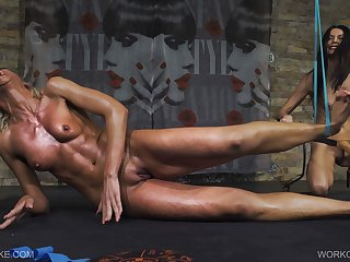 Hogtied Workout - Holly - Queensnake.com - Queensect.com