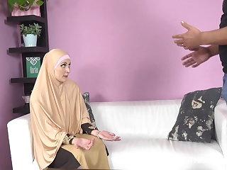 Czech Buxom muslim lady knows how tu suck a dick
